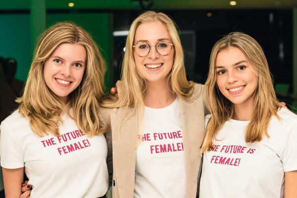 UStart The Future is Female groepsfoto